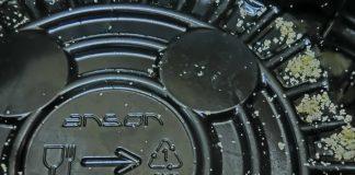 Giải mã ý nghĩa của ký hiệu tái chế và những con số dưới đáy chai nhựa