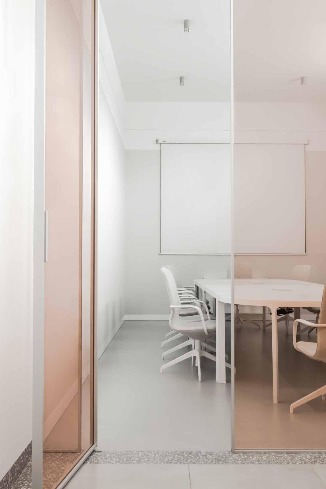 Dự án FG OFF – Một văn phòng không gian hình học màu cam -4