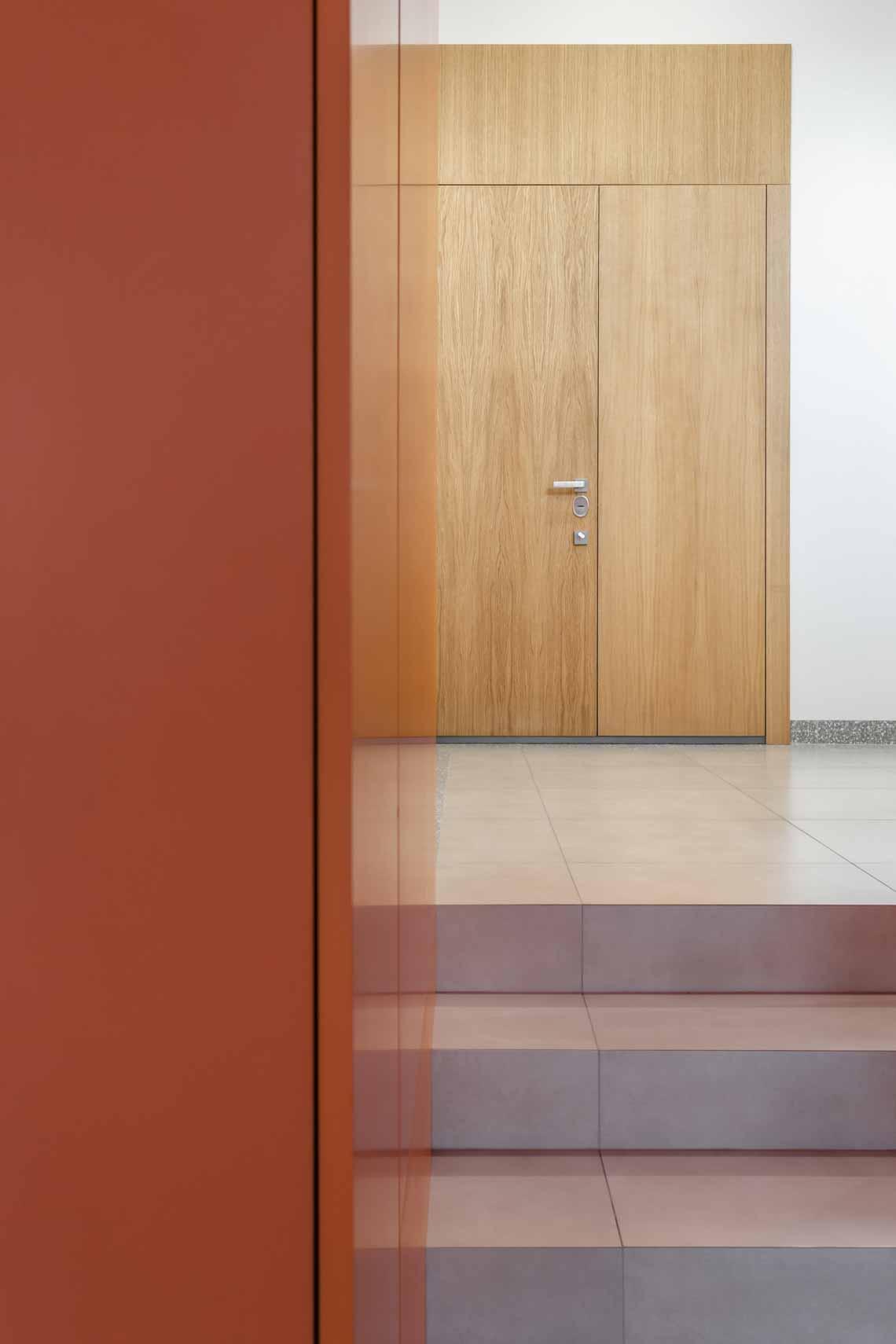 Dự án FG OFF – Một văn phòng không gian hình học màu cam -15