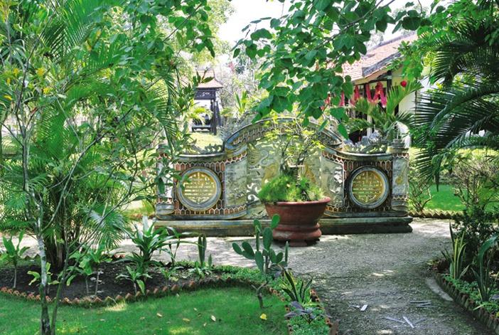 Các vị trí đặt hồ nước giảm Hỏa, bình phong ngăn trực xung... trong nhà vườn vùng Huế, Quảng Nam luôn được tính toán theo phong thủy