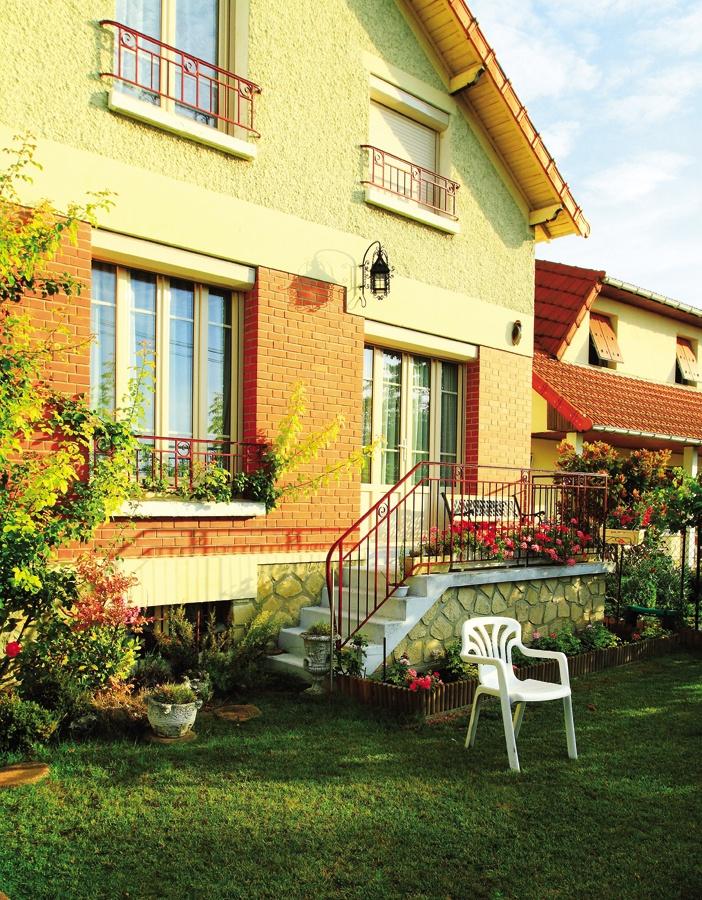 Kiểu nhà và vườn cổ điển phương Tây trong các biệt thự Pháp với bề mặt tươi tắn và chất liệu mang nhiều tính dương
