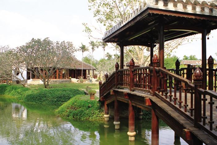 Các vị trí đặt hồ nước giảm Hỏa, bình phong ngăn trực xung… trong nhà vườn vùng Huế, Quảng Nam luôn được tính toán theo phong thủy