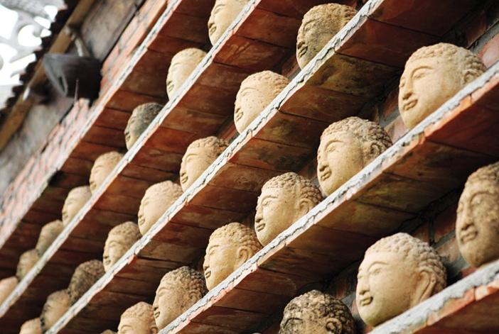 Mảng tường trang trí chùa thờ Phật