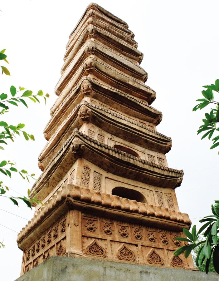 Tháp gốm chín tầng