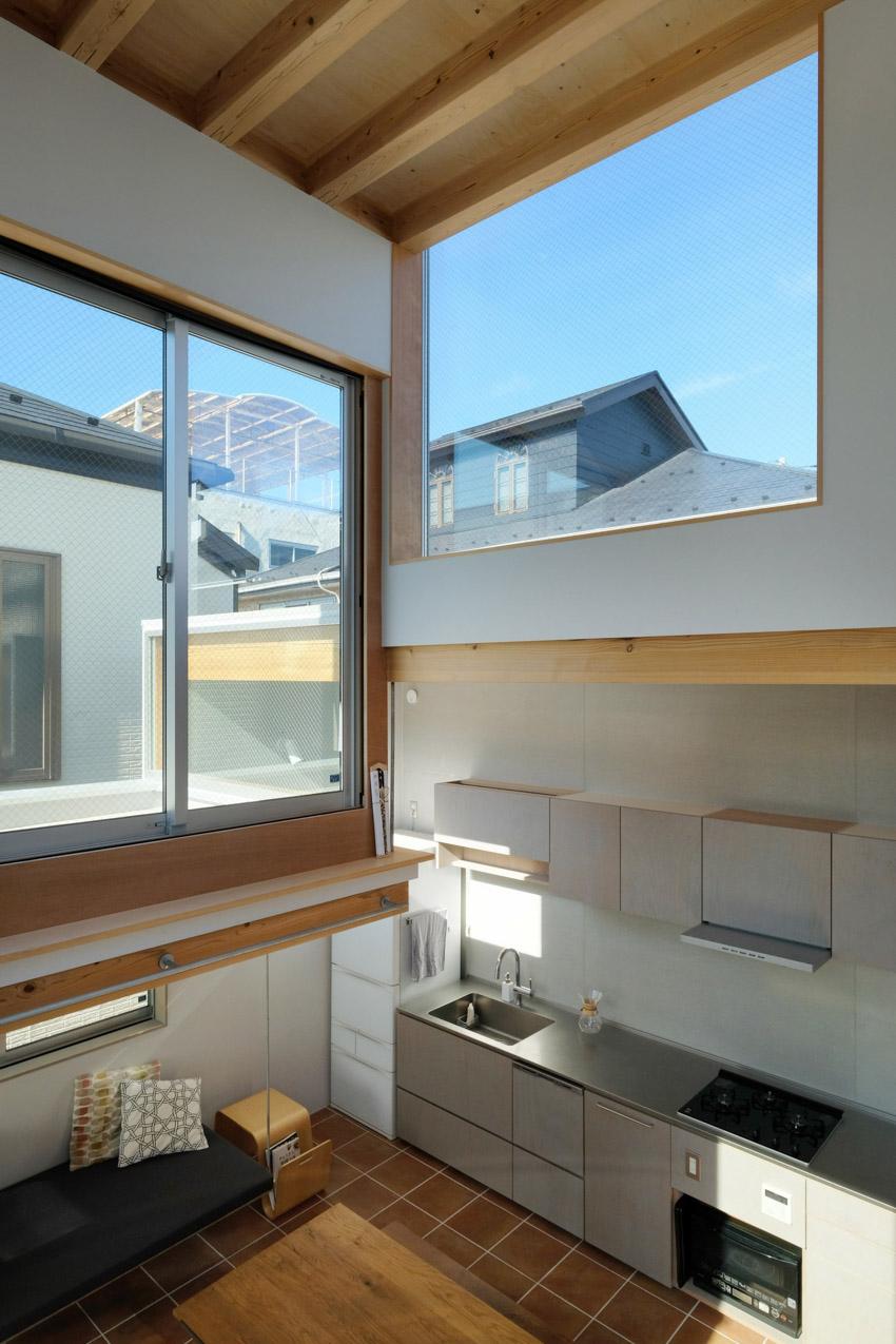 Trần nhà cao hơn 4 mét trong ngôi nhà ở Tokyo