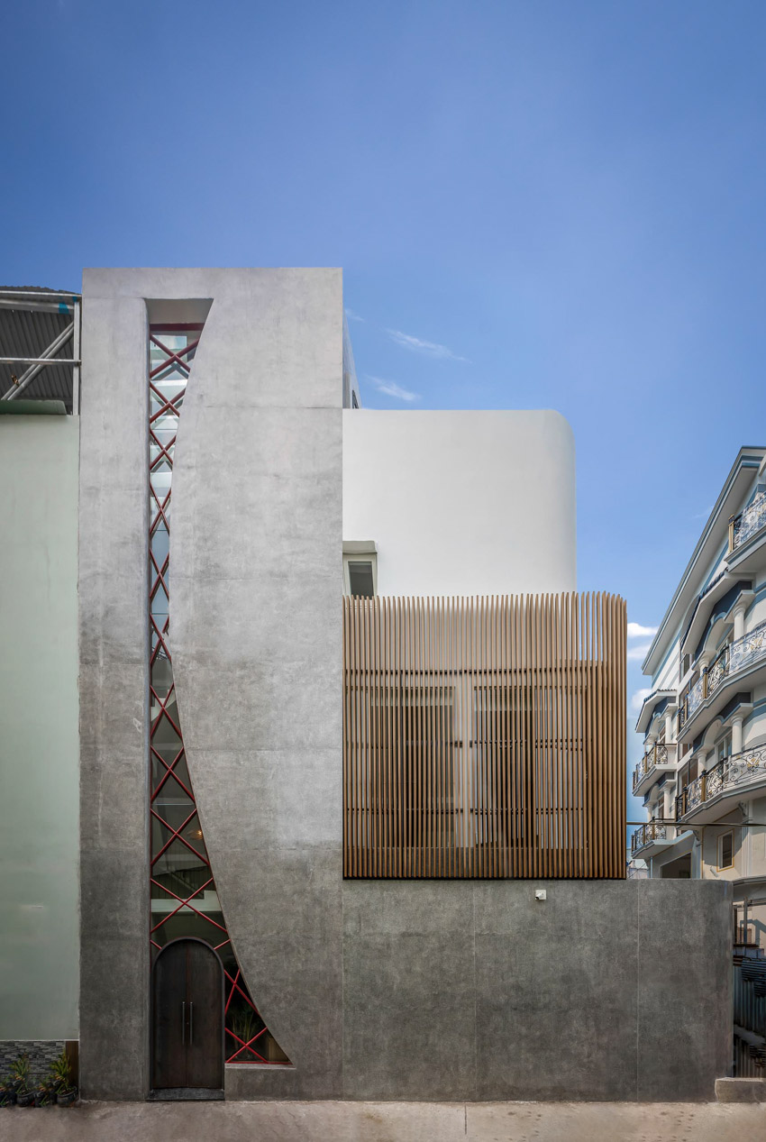 Cửa sổ vượt cỡ tạo nét thiết kế độc đáo cho ngôi nhà ở Sài Gòn - 2