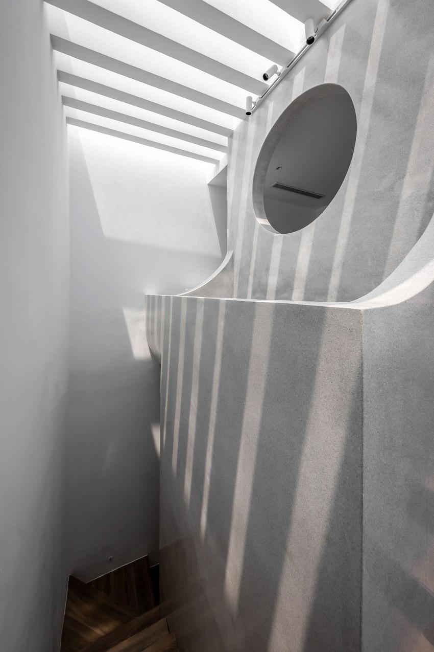 Cửa sổ vượt cỡ tạo nét thiết kế độc đáo cho ngôi nhà ở Sài Gòn-20