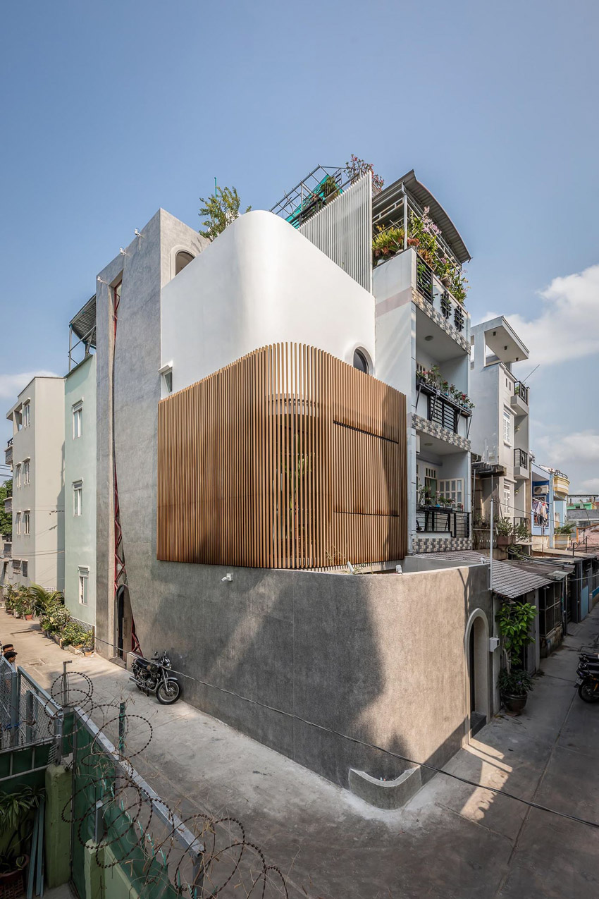 Cửa sổ vượt cỡ tạo nét thiết kế độc đáo cho ngôi nhà ở Sài Gòn - 3