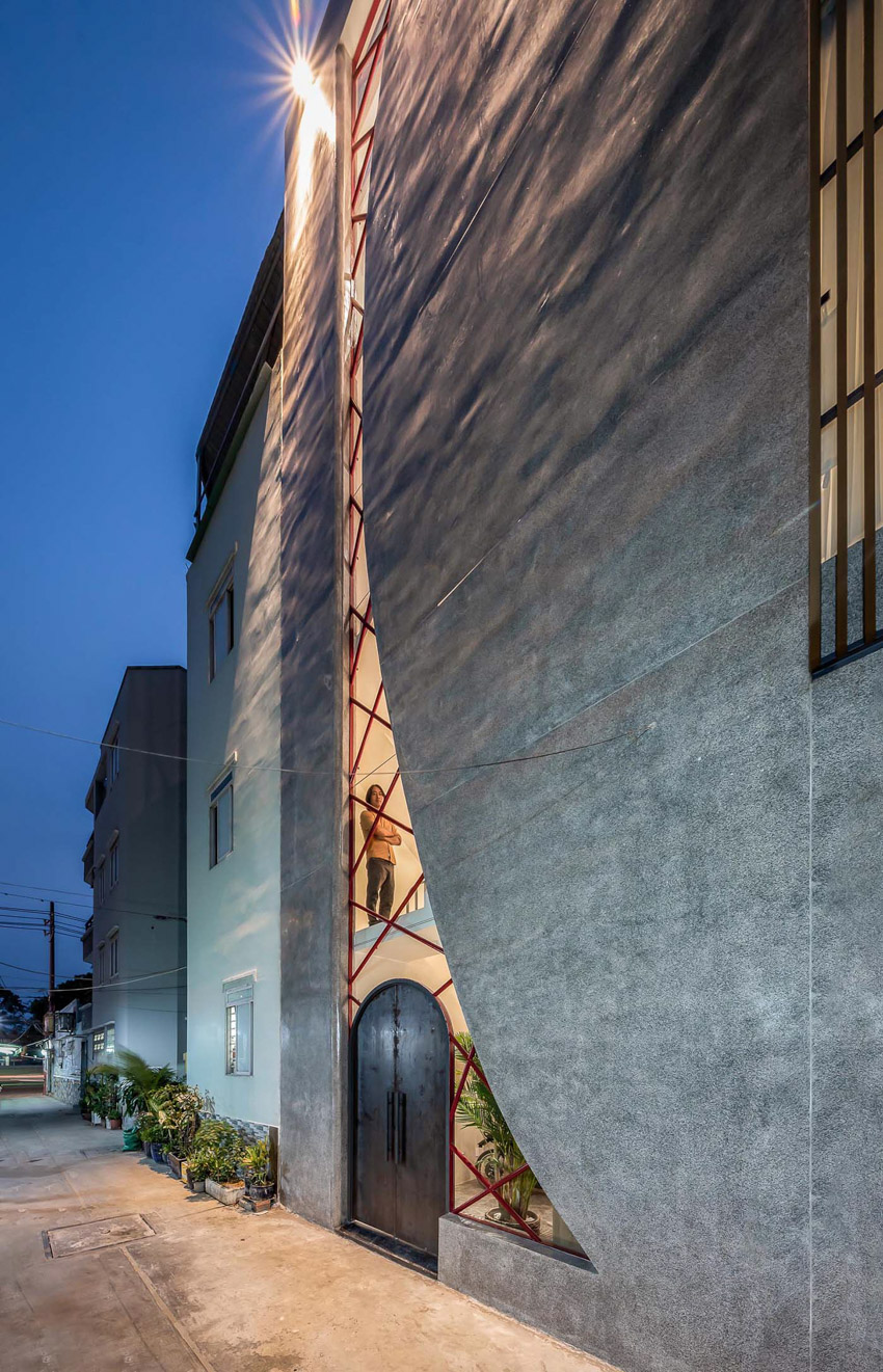 Cửa sổ vượt cỡ tạo nét thiết kế độc đáo cho ngôi nhà ở Sài Gòn - 6