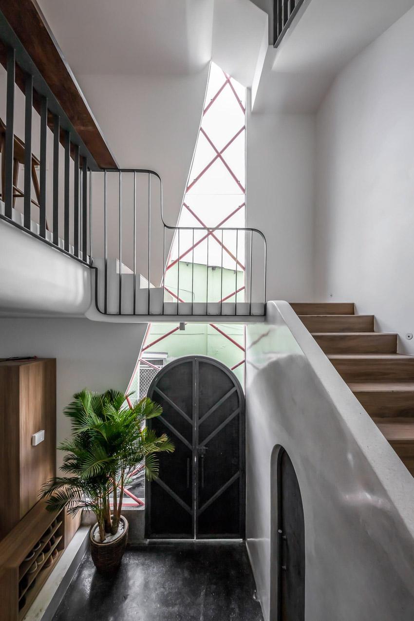 Cửa sổ vượt cỡ tạo nét thiết kế độc đáo cho ngôi nhà ở Sài Gòn-8