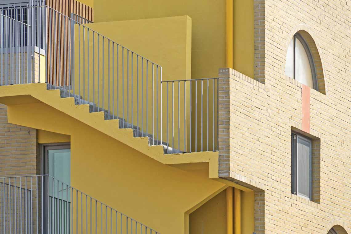Màu của năm 2021 Pantone: Vàng và xám trong kiến trúc - 39