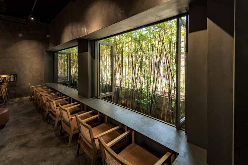 Quán café hoài cổ được cải tạo lại từ một tòa nhà cũ tại Đà Nẵng - 4