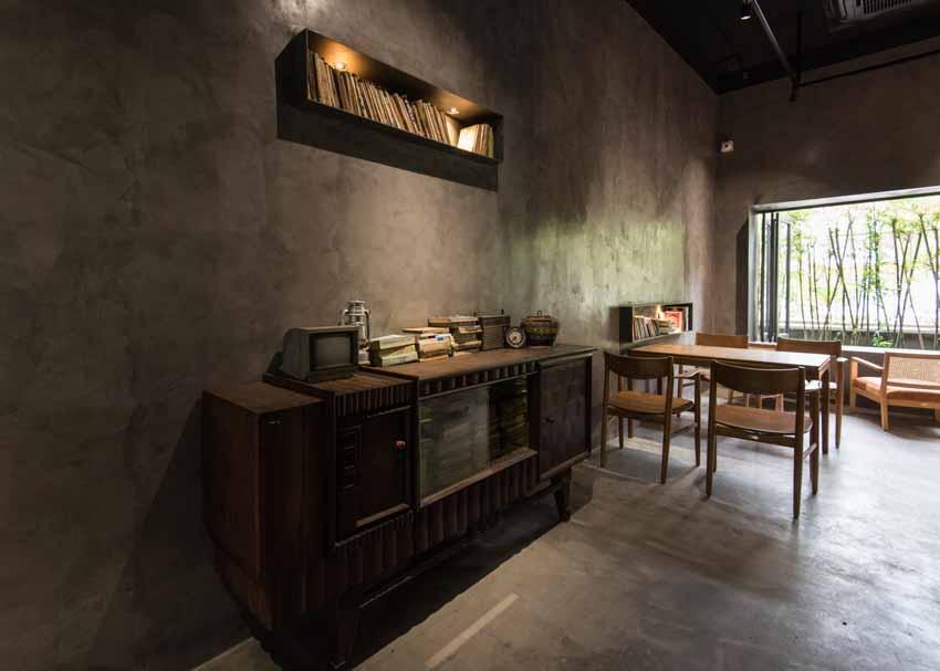 Quán café hoài cổ được cải tạo lại từ một tòa nhà cũ tại Đà Nẵng - 5