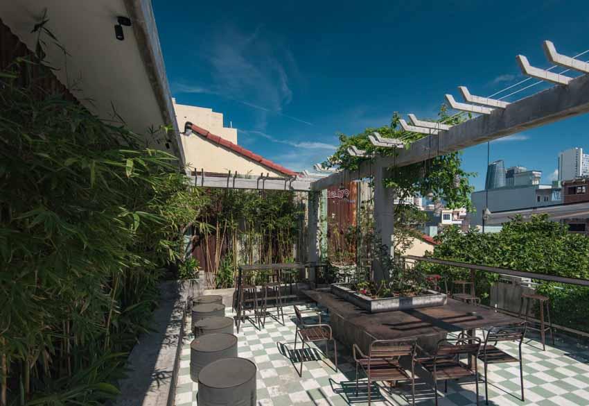 Quán café hoài cổ được cải tạo lại từ một tòa nhà cũ tại Đà Nẵng - 12