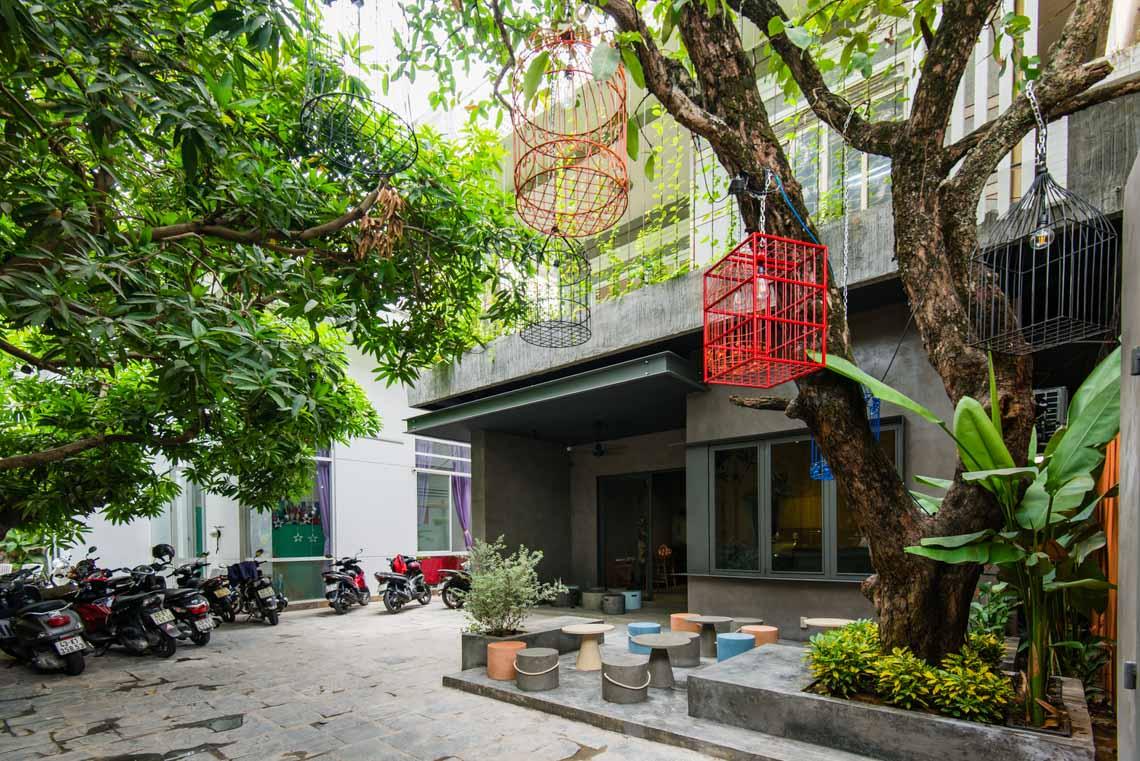 Quán café hoài cổ được cải tạo lại từ một tòa nhà cũ tại Đà Nẵng - 22