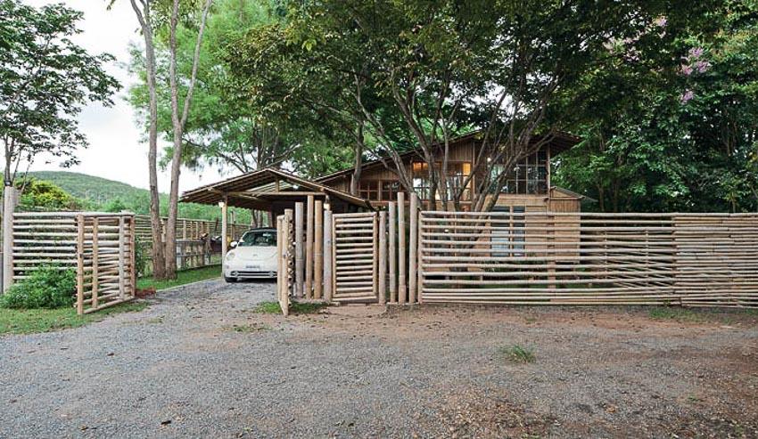 Ngôi nhà bằng tre giữa thiên nhiên xanh mát