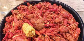Món tôm hùm đất nấu kiểu Cajun được ưa thích ở Houston