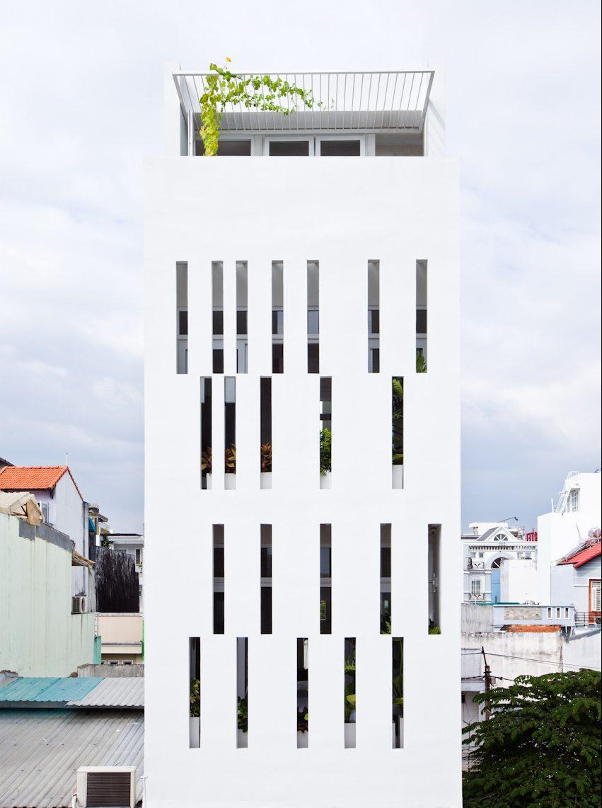 Nhà ống 60m2 ở Sài Gòn thoáng đãng khó tin trên báo Tây