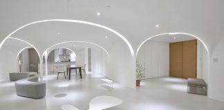 Căn hộ màu trắng với những cổng vòm ánh sáng ấn tượng