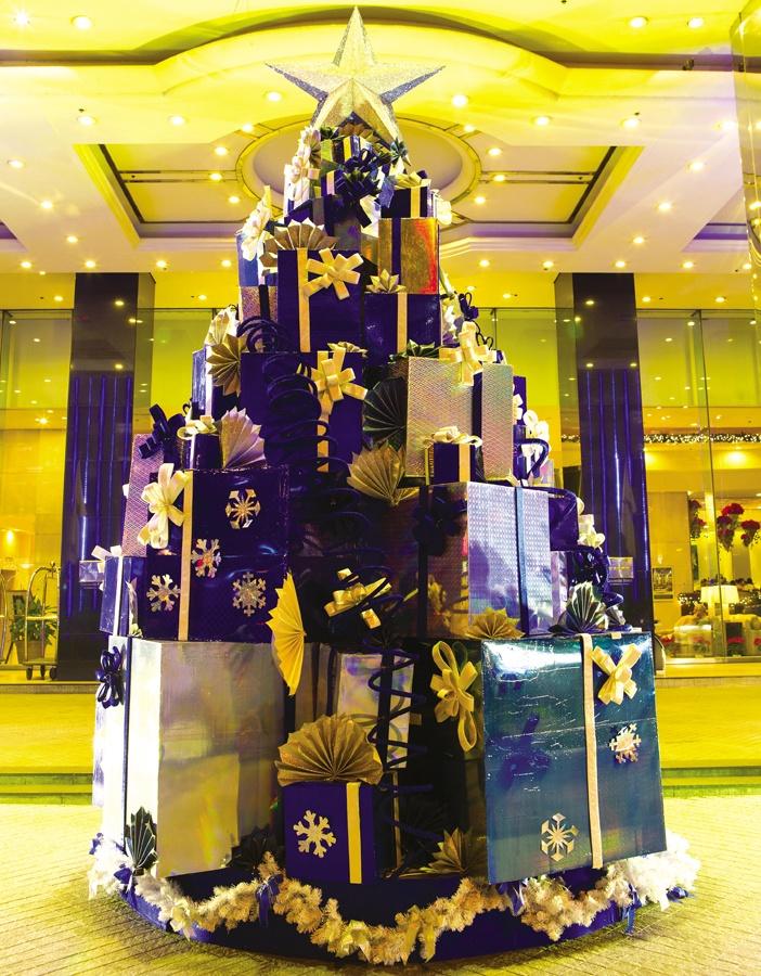 Góc Noel với gam màu xanh đậm của Khách sạn Caravelle