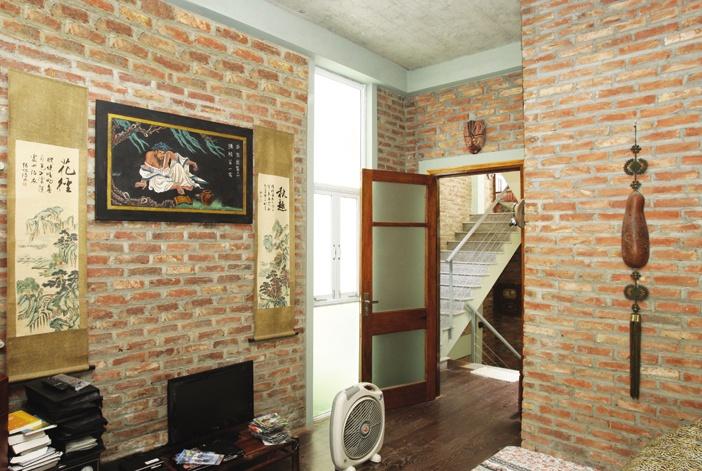 Phòng ngủ chính với khe lấy sáng trên trần