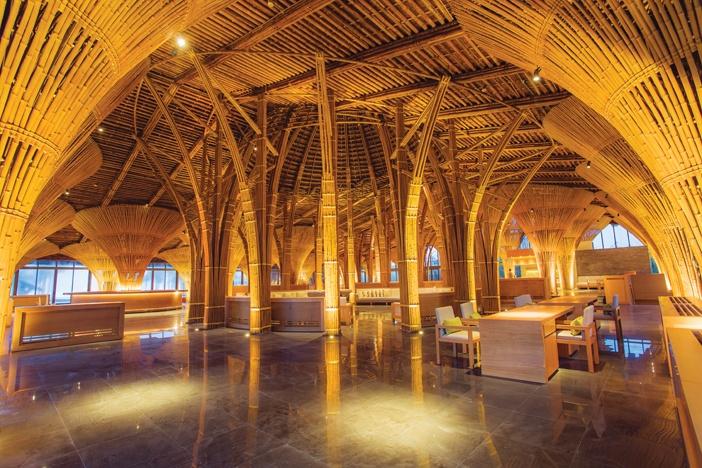 Nhà hàng Hay Hay - một trong những tác phẩm làm bằng tre lớn nhất của KTS Võ Trọng Nghĩa, nơi phục vụ những món ăn đậm hương vị Việt Nam
