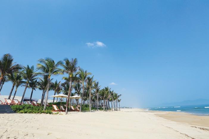 Nằm bên một bờ biển đẹp nhất hành tinh