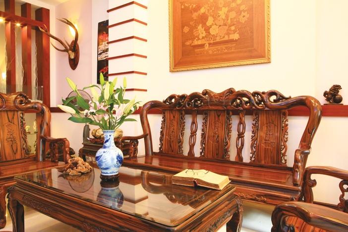 Phòng khách - sinh hoạt ấm áp với gam màu chủ đạo thuộc Thổ và Mộc