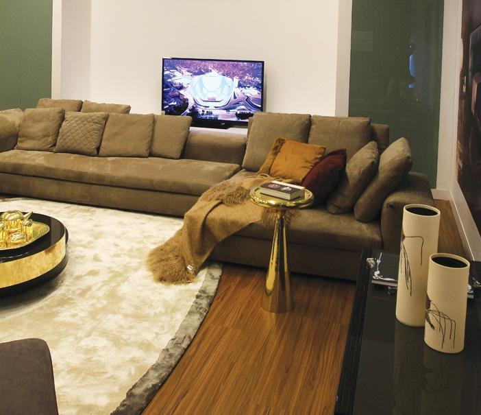 Dạng phòng khách hiện đại tương thích hai hành Kim và Thủy, hợp với thế hệ gia chủ trẻ tuổi, năng động, dùng nhiều thiết bị high-tech