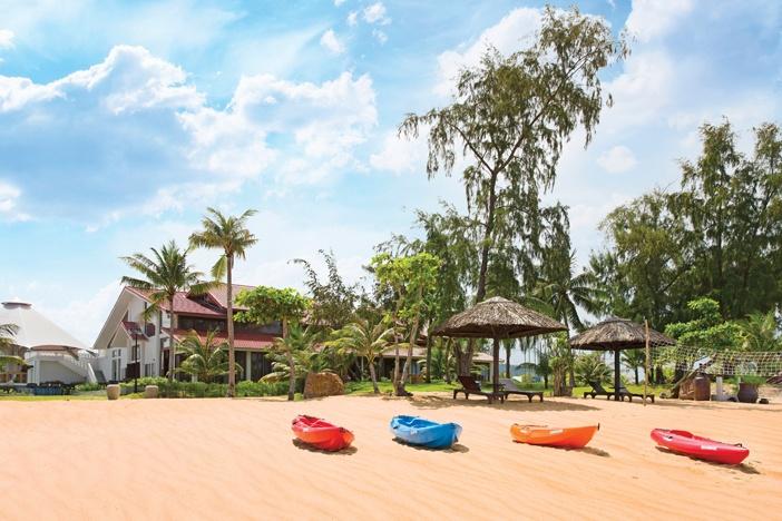 Một góc khu nghỉ dưỡng nhìn từ bãi biển