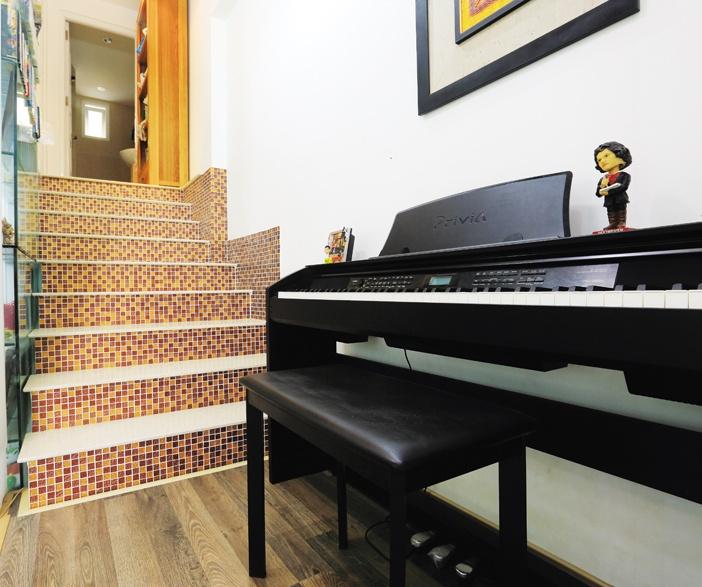 Những khoảng đệm như đầu cầu thang, giếng trời, hành lang... nếu khéo dọn dẹp, sắp xếp sẽ giúp gia tăng sinh khí cho nội thất