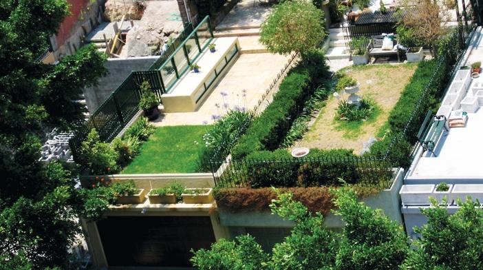 Một số cư xá, nhà tập thể cũ hiện nay cũng đang được cải tạo theo hướng tạo thêm mảng xanh, vườn trồng rau sạch trên mái cho cư dân