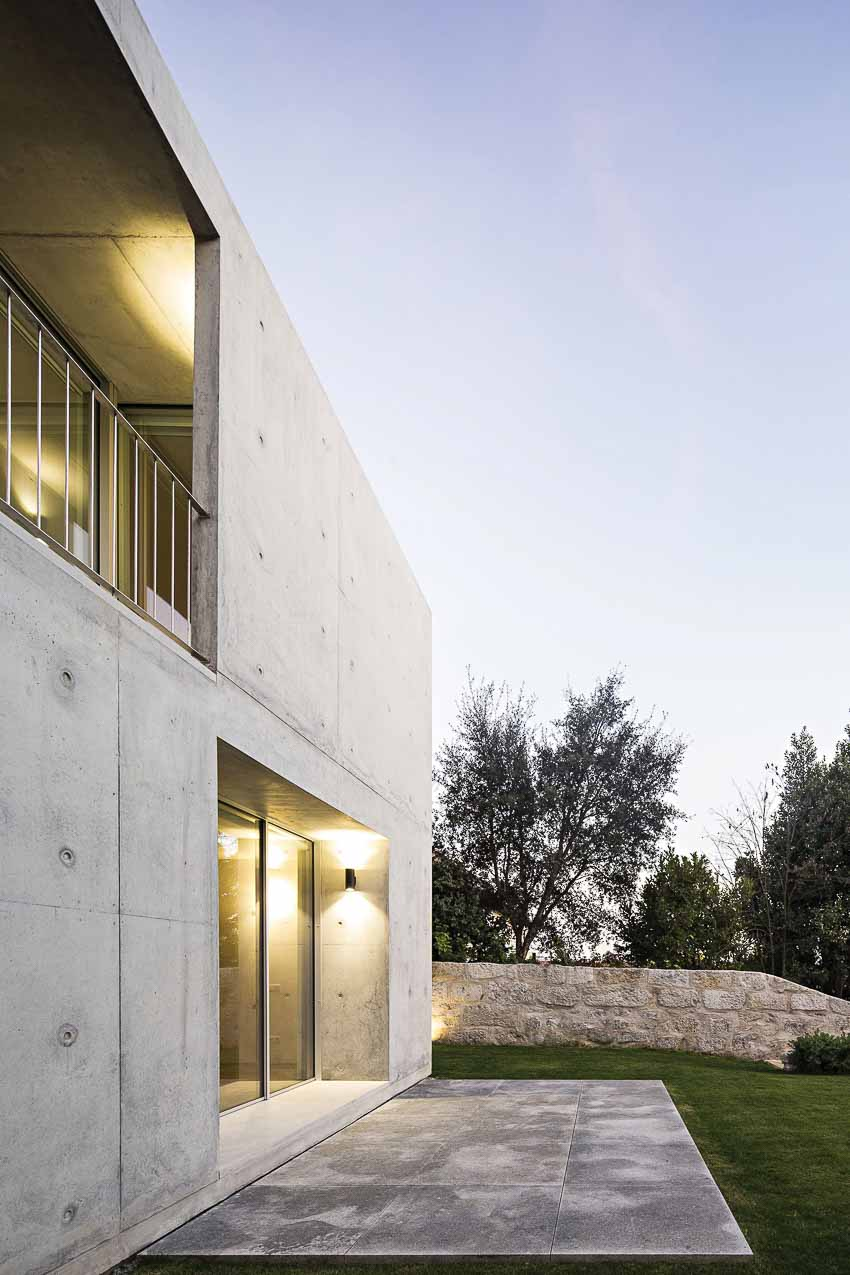 Nhà bê tông ở Porto - Ngôi nhà xây bằng đá nguyên khối