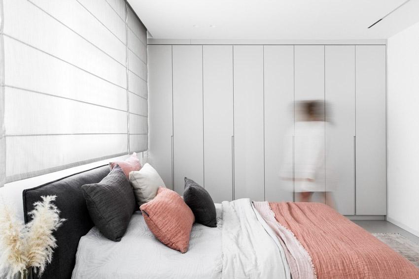 Khám phá căn hộ hiện đại ấm cúng với tông màu xám nhẹ và hồng pastel - 24