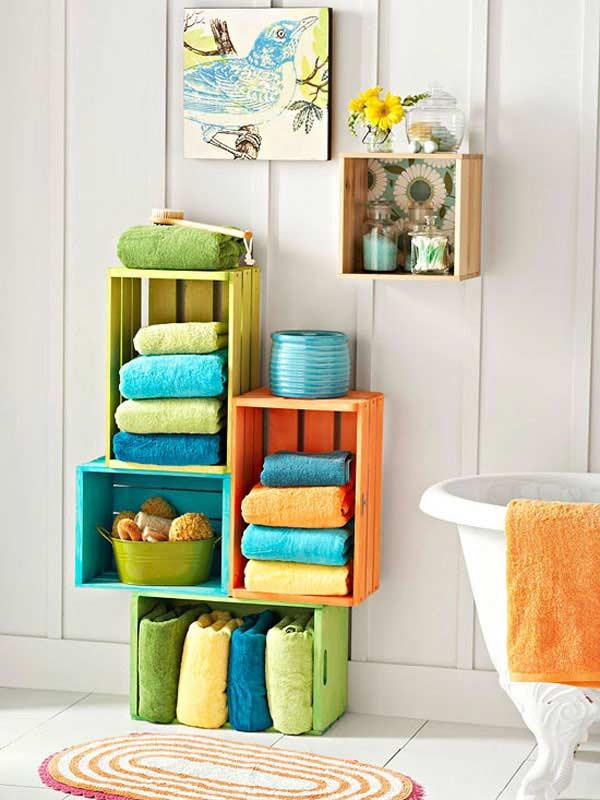 Thùng gỗ lưu trữ phòng tắm đầy màu sắc