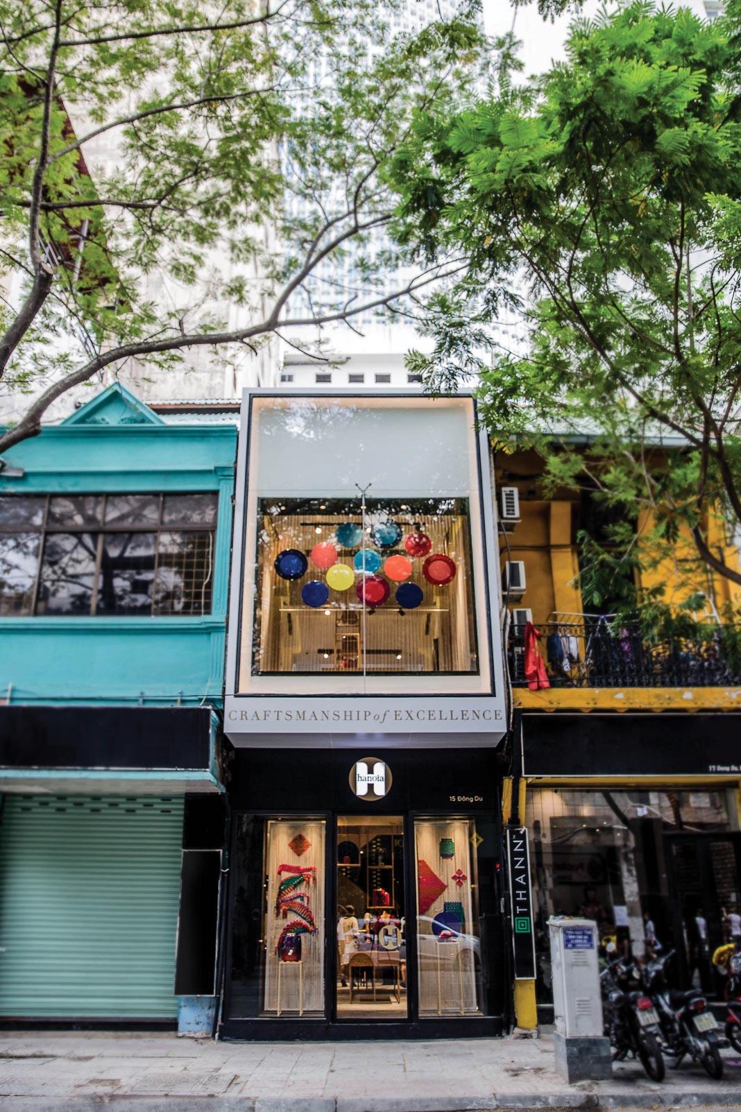mặt tiền cửa hàng Hanoia Đông Du