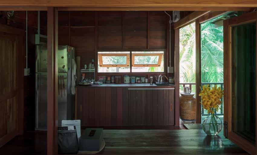 Ngôi nhà sàn gỗ ấm áp nằm giữa vườn dừa xanh mát - 3