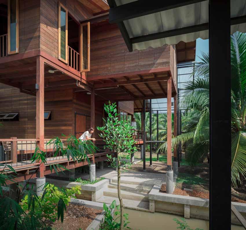 Ngôi nhà sàn gỗ ấm áp nằm giữa vườn dừa xanh mát - 12