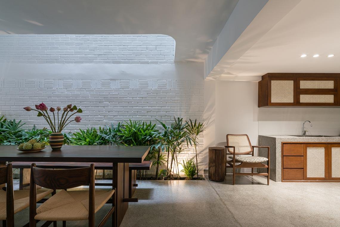 V House – ngôi nhà tràn ngập ánh sáng với những mảng xanh -3