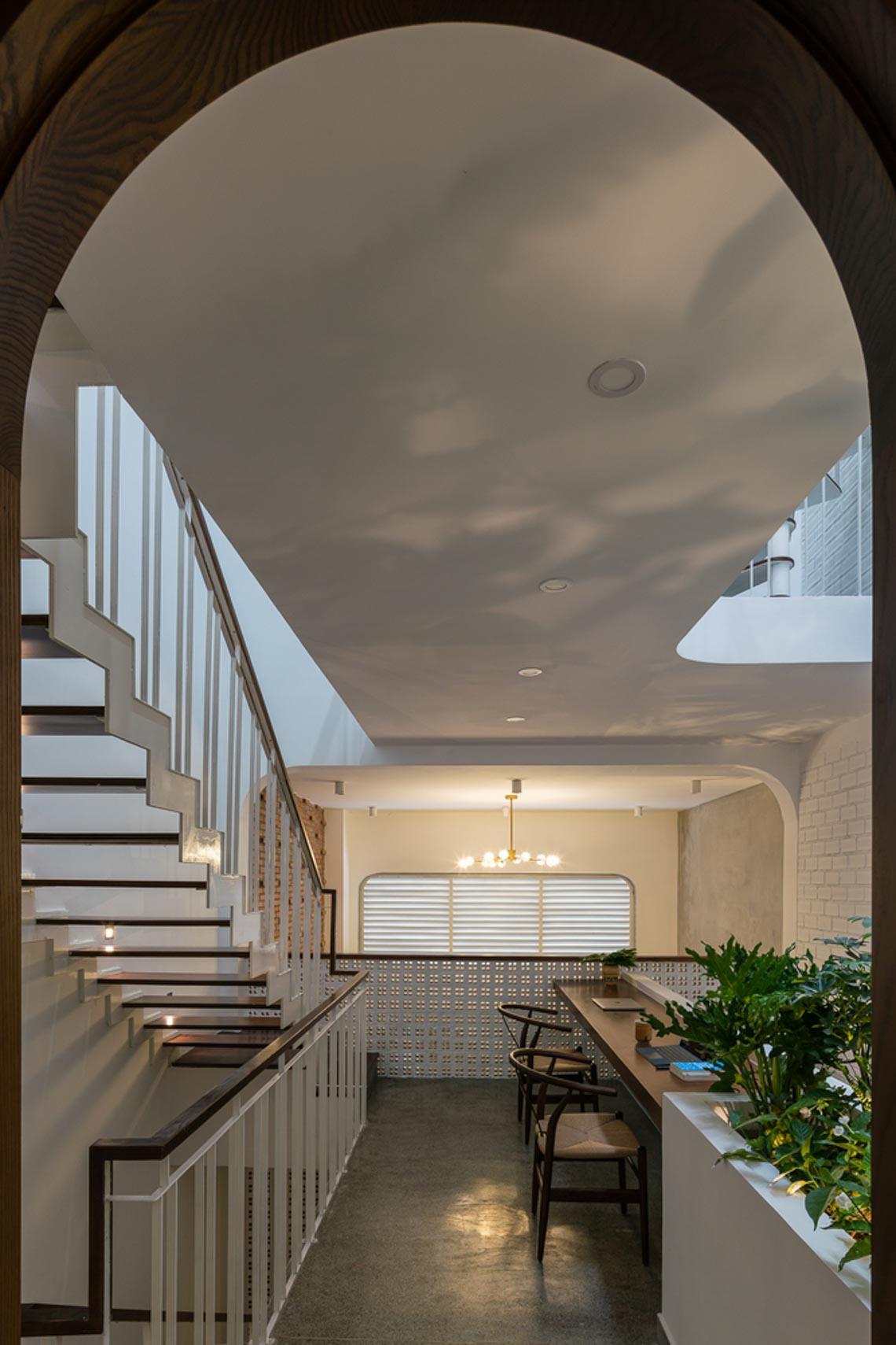 V House – ngôi nhà tràn ngập ánh sáng với những mảng xanh -12