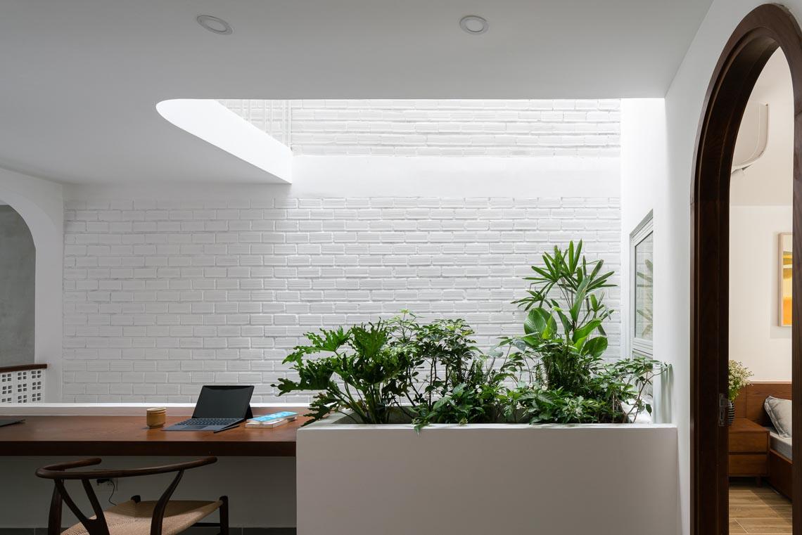 V House – ngôi nhà tràn ngập ánh sáng với những mảng xanh -20