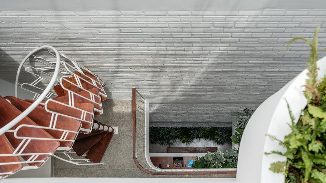 V House – ngôi nhà tràn ngập ánh sáng với những mảng xanh -26