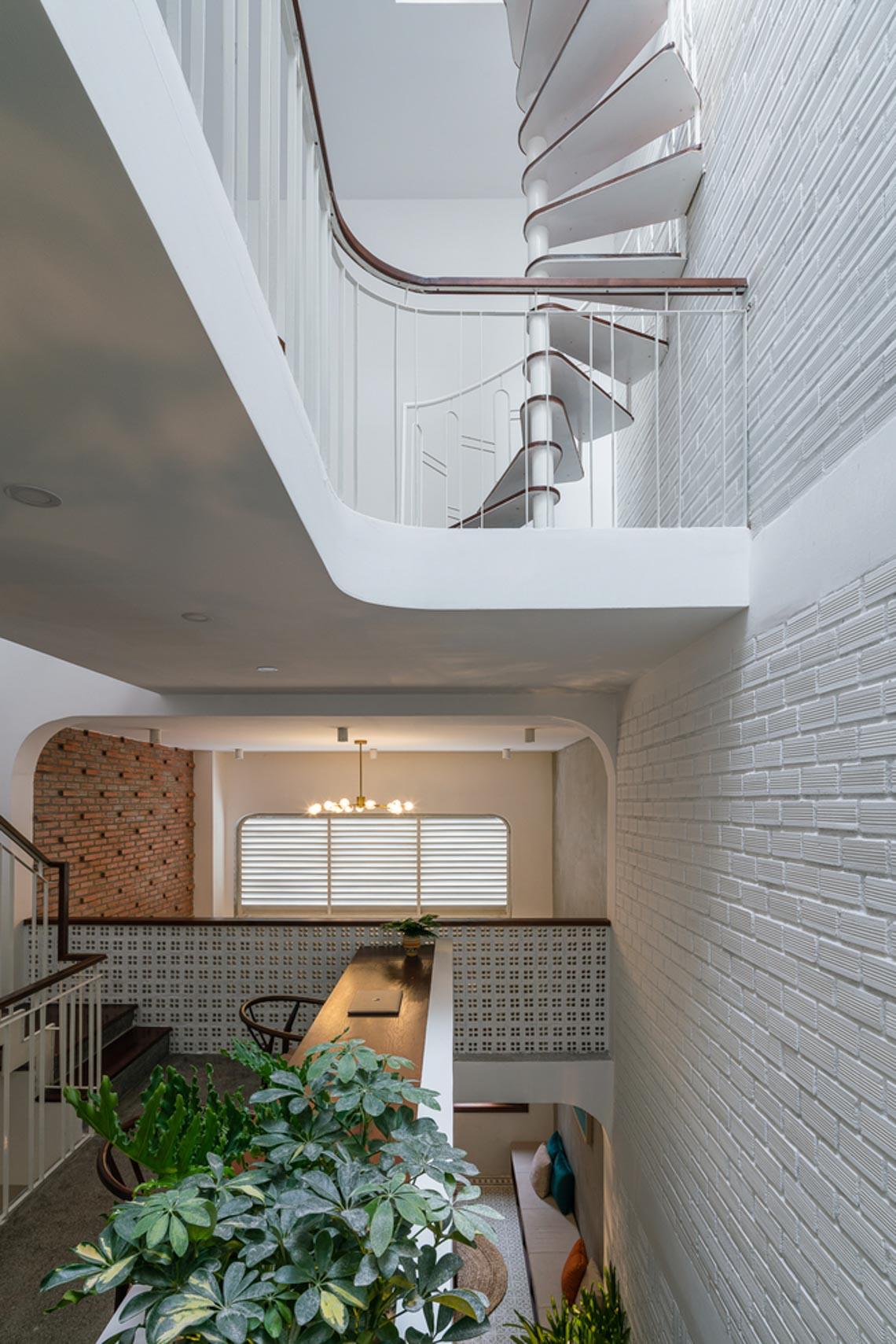 V House – ngôi nhà tràn ngập ánh sáng với những mảng xanh -29