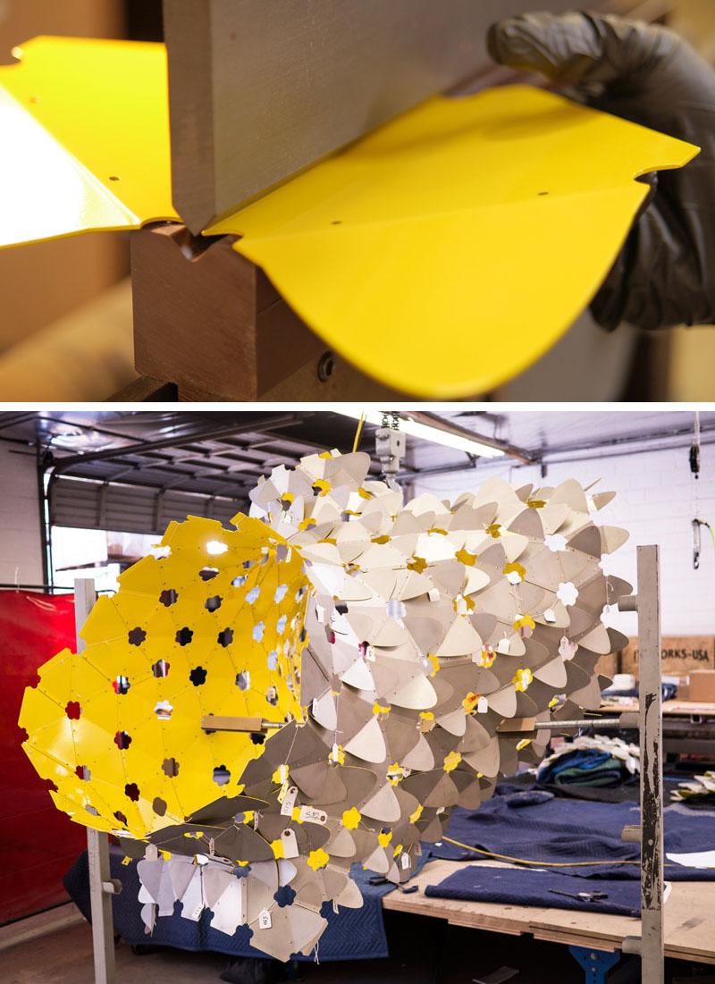 Ambigupt - tác phẩm nghệ thuật được tạo nên từ hàng trăm miếng nhôm hình cánh cung-3