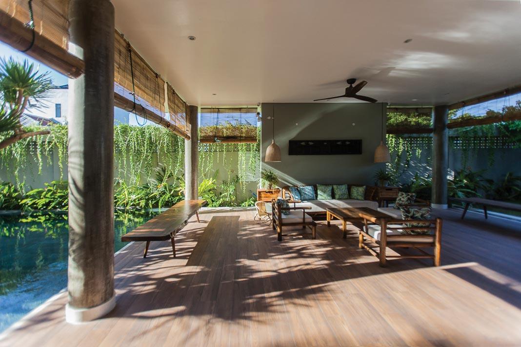 Phòng khách rộng mở với thiết kế kết nối nội và ngoại thất, các không gian sinh hoạt chung liên thông 1