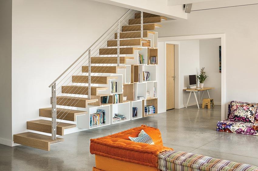Cầu thang lên tầng trên được thiết kế thanh lịch với gỗ và thép sợi, bên dưới tận dụng làm kệ sách 2