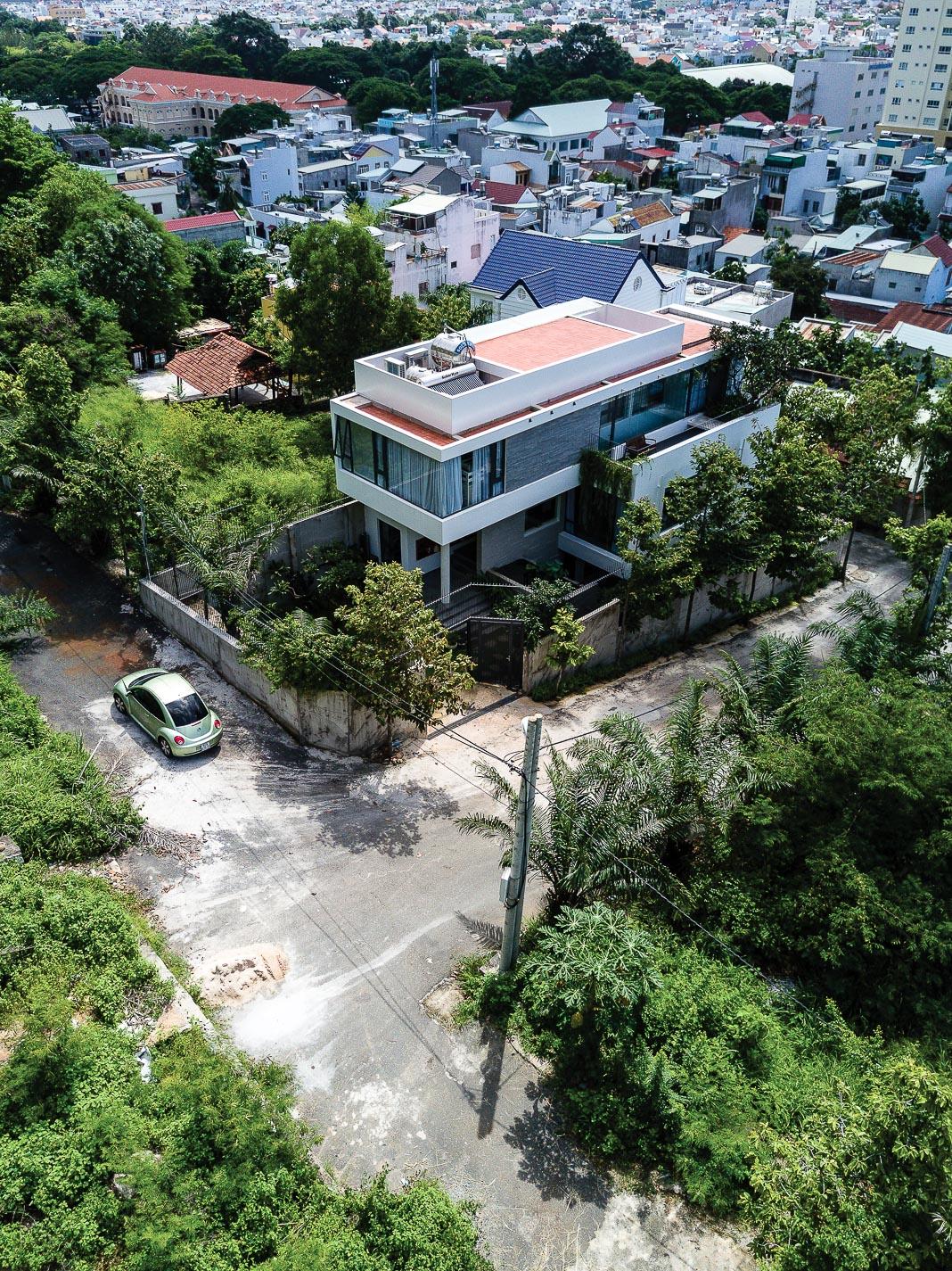 Tổng thể công trình và khuôn viên, góc nhìn từ trên cao xuống