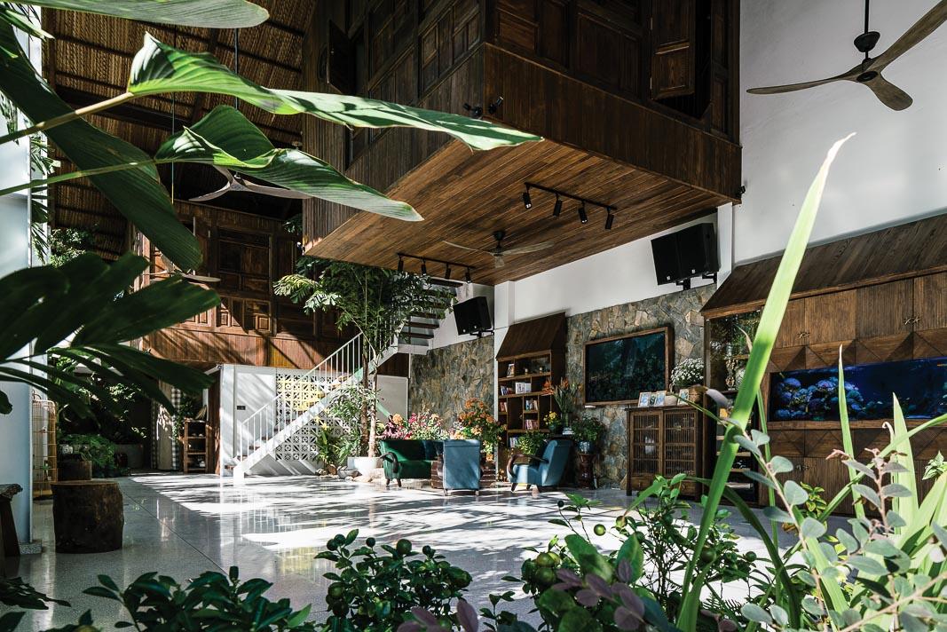 Ngôi nhà chan hòa với thiên nhiên, ánh nắng buổi sáng ghé thăm mọi không gian tầng trệt 2