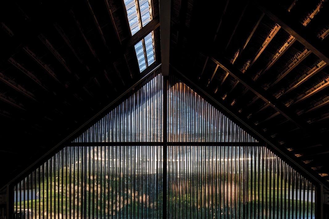 Hệ mái nhìn từ sân vườn và từ bên trong 1