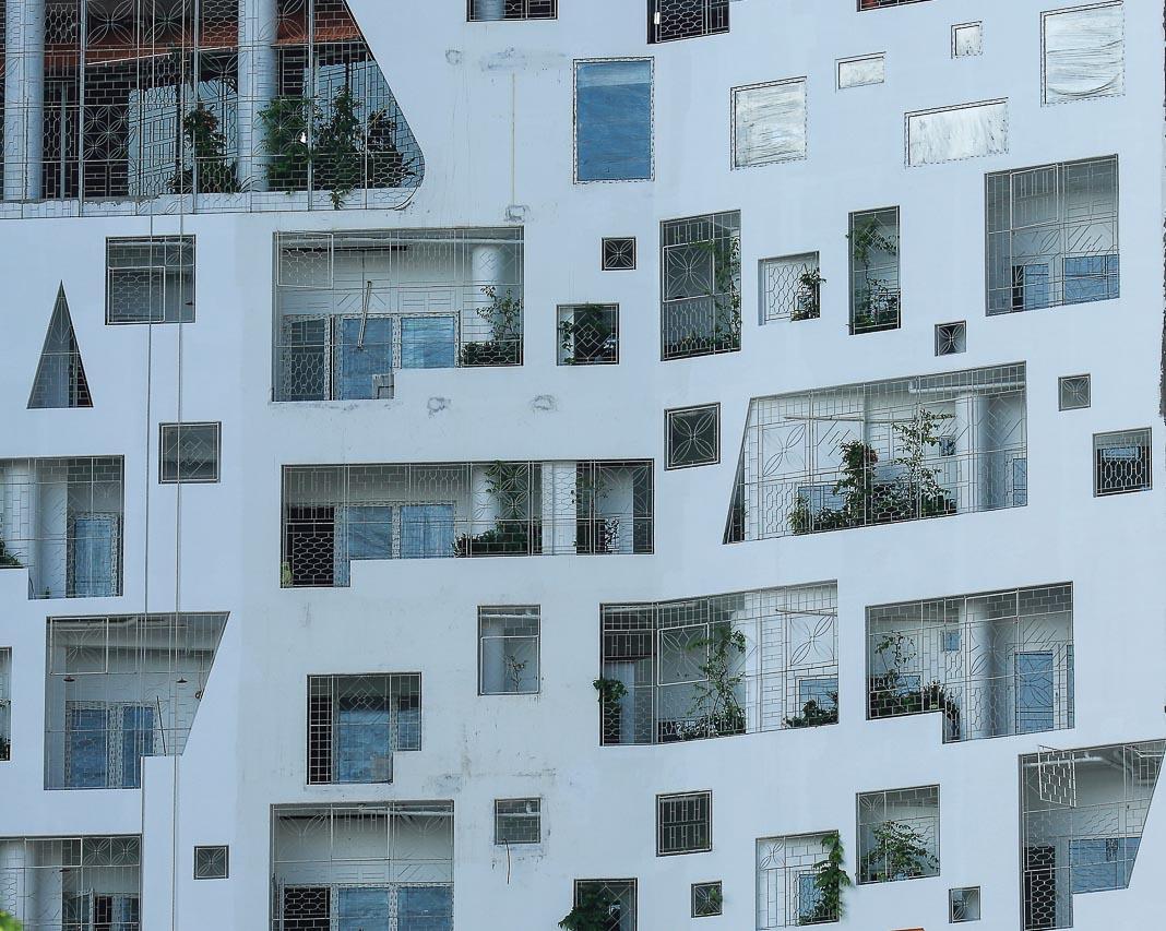Ngày càng nhiều công trình biết kết hợp việc chống nóng để tạo nên hình khối đóng - mở hấp dẫn cho mặt ngoài nhà 2